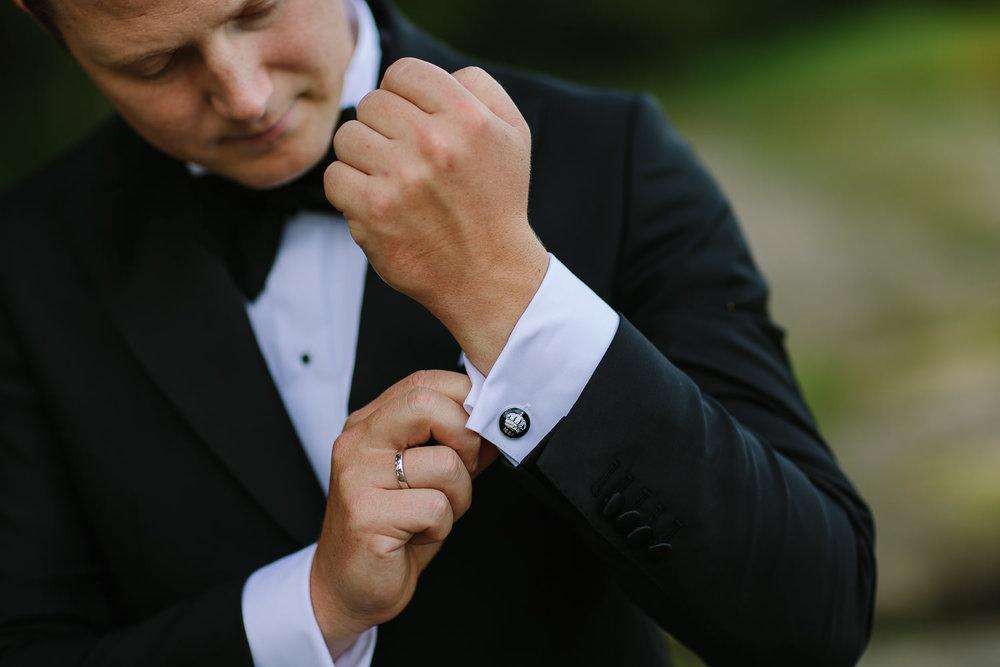 Brudgom og mansjettknapper fra bryllup i Sarpsborg.