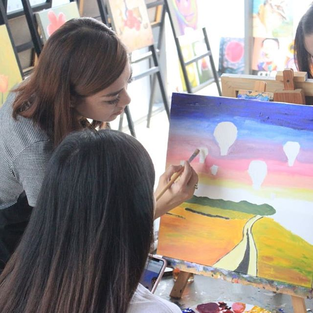 Our instructur will guides you until your creation is done. So, what are you waiting for? #artiweekdays #artipaintbar
