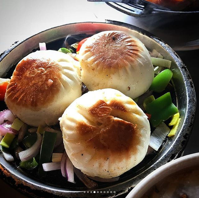 Pan-fried Vegetables and Pork Buns are an amazing, sizzling addition to any dim sum meal. Try them today at Dolo! 😁 . 📷: @bummnbe13 . . #saturday #weekend #bun #porkbuns #sizzling #panfried #dolorestaurant #dolochicago #chinatownchicago #dimsum #chinesefood #cantonesefood #yummy #foodie #tasty #Hungry #foodpics #foodpic #foodphotography #chicagofoodauthority #chicagofood #Chicagoeats #chicagolife #chicagofoodie #instachicago #312food #Food