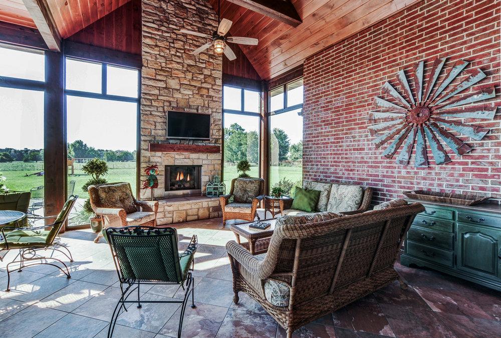 built-by-brett-custom-home-springfield-mo-13735-lawrence-2100-007.jpg