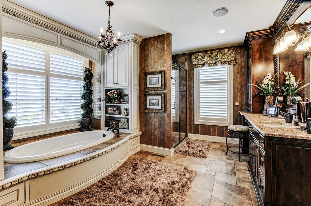 built-by-brett-custom-home-springfield-mo-13735-lawrence-2100-028.jpg