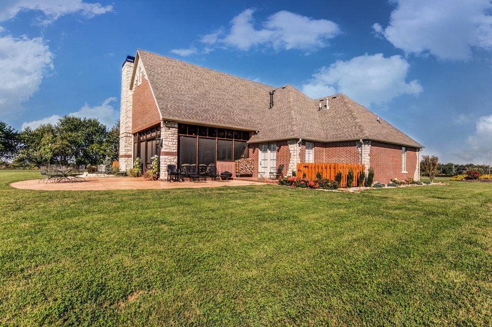 built-by-brett-custom-home-springfield-mo-13735-lawrence-2100-exterior-006.jpg