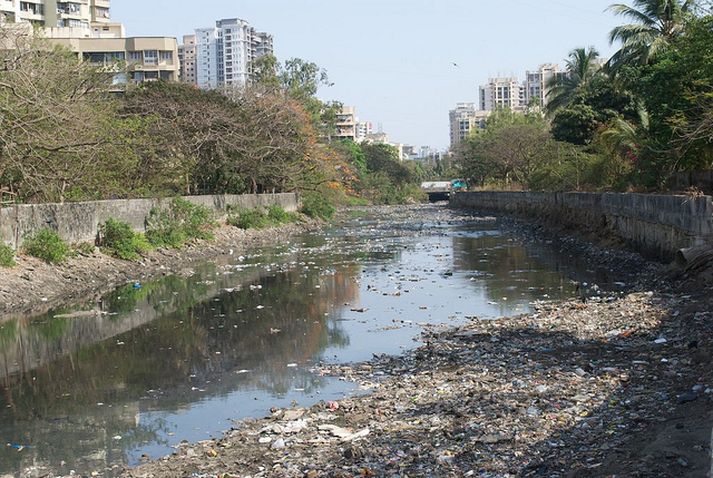 The polluted Malad Creek at Lokhandwala, Mumbai Image: Ravi Khemka/Flickr CC