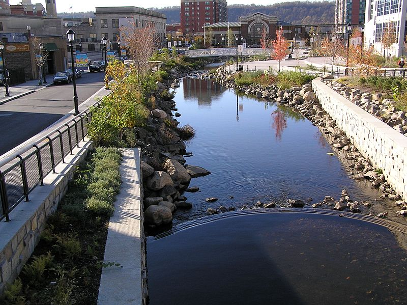 The city of Yonkers excavated Getty Square and reintroduced the confluence of the Saw Mill River as it enters the Hudson River. Image:  Wikimedia Commons