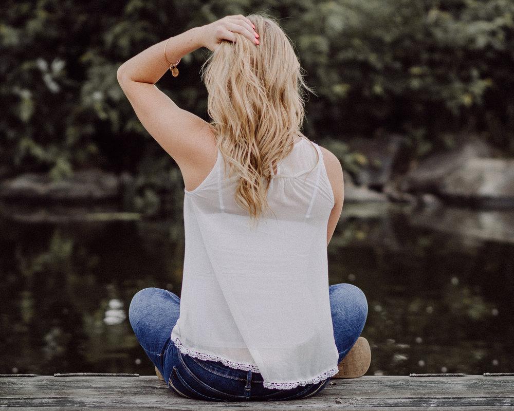 girl sitting on pier | chicago senior photographer