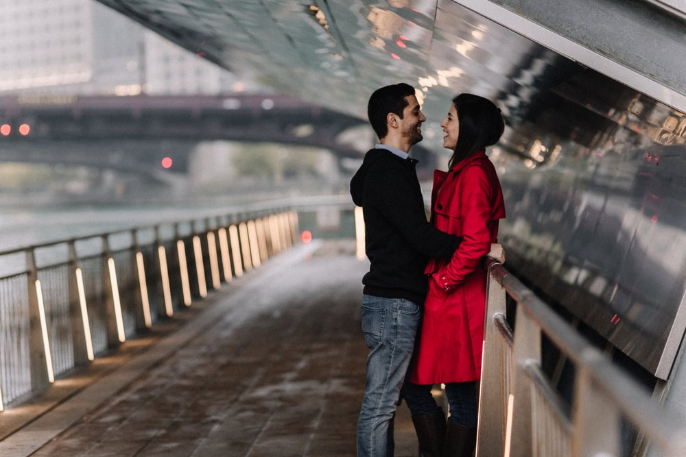 couple under bridge | Chicago vacation photography | lisa kathan photography