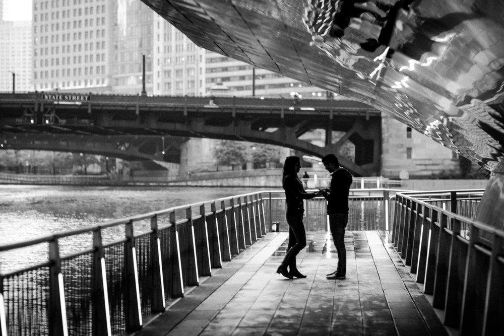 couple in silhouette | Chicago vacation photography | lisa kathan photography