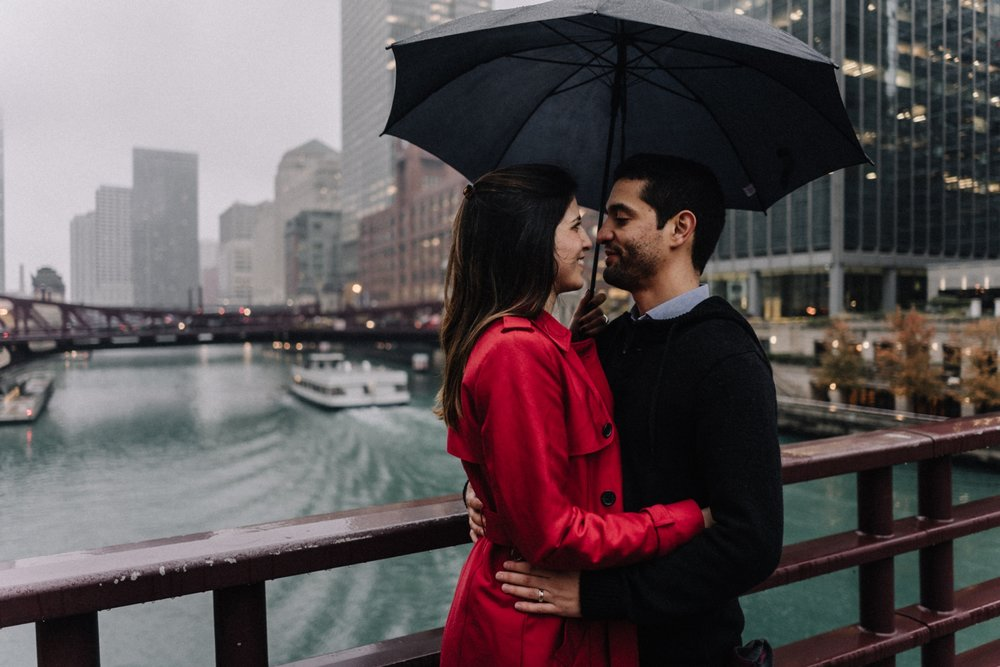 staying out of the rain | Chicago vacation photography | lisa kathan photography