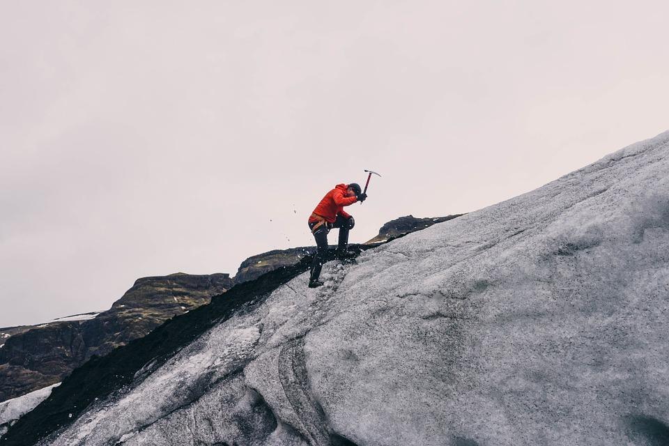 mountain-climbing-802099_960_720.jpg