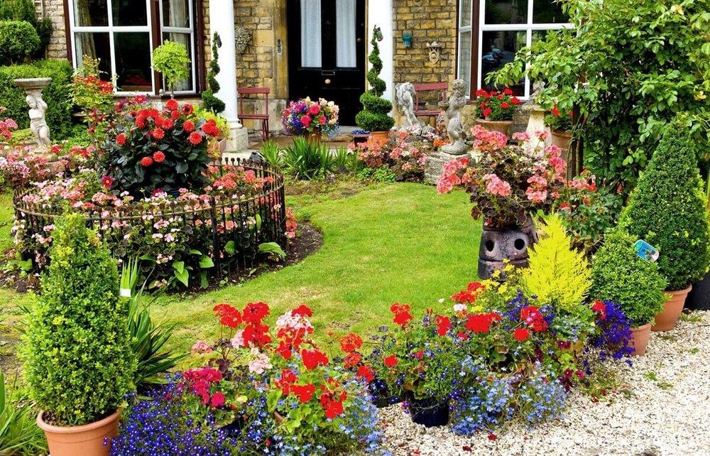 Ландшафтный-дизайн-в-английском-стиле-цветы.jpg