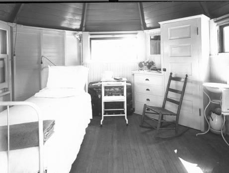 Interior_of_Gardiner_Tent_Cottage.jpg