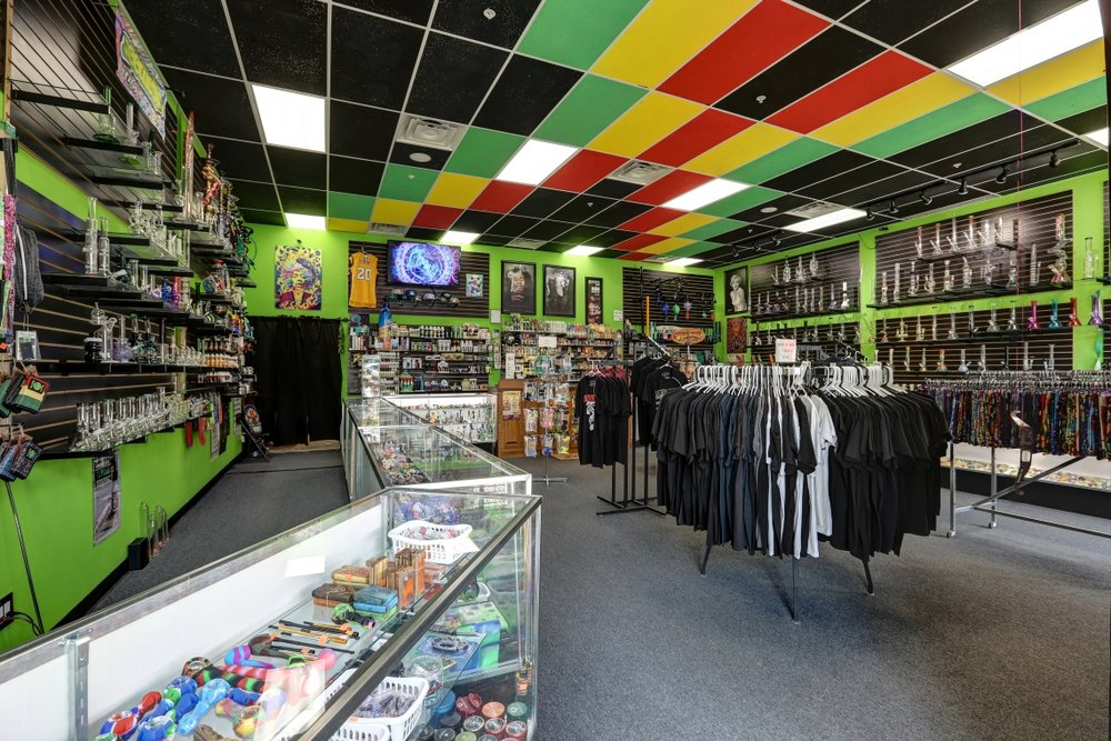 Started in 2016 as a hobby and life long passion, Best Buds smoke shop has grown beyond a child hood dream. Today, Best Buds Smoke Shop is a must visited premier smoke shop and head shop in Tempe, Arizona! Best Buds Smoke Shop in Tempe is centrally located to serve the east valley. When you're ready to get your smoke on, Best Buds is convenient to the Tempe, Mesa and Scottsdale areas. We are at the McClintock light rail stop, just minutes from anywhere.