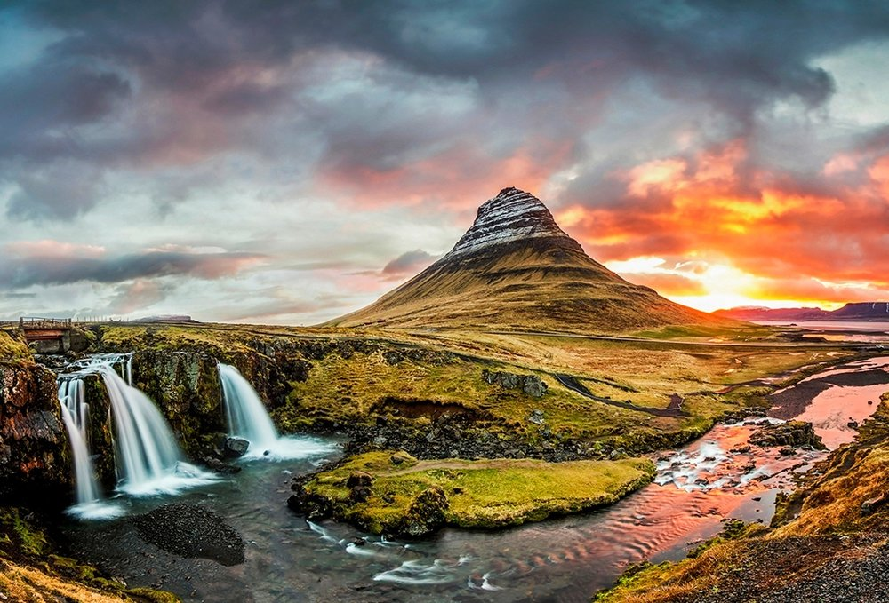 Iceland's Landscape is like something from another world, giant mountain ranges, waterfalls, gorges and glaciers make this island a epic places to visit, These images are from an 11 day road trip around the island.