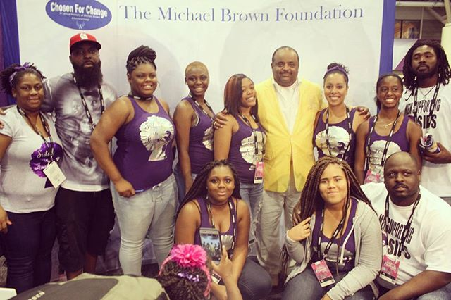 We are a force together working for #CHANGE! Shout out to @rolandsmartin for sharing his time and a photo with us. We are so proud of our SIPS for representing to the fullest! @chosenforchange & @sistersinpurpose_stl are so grateful for our 1st time as a Community Corner Vendor at  #EssenceFest!!! Shout out to everyone that supported us in order to make this weekend possible. CFC & SIPS thank all of our new Friends and Followers that we made at the #festival. We will see you next year!!! Follow us & Donate via PayPal.me/CFCFund #SIPS #SIPSInTraining #ChosenForChange #MichaelBrownSr #StL #CommUNITY #Vendor #Essence #EssenceBound #EssenceFestival #BlackGirlMagic #BlackGirlsRock #BeingTheChange #NOLA #365Black #MyBlackIsBeautiful #Pray #Prayer