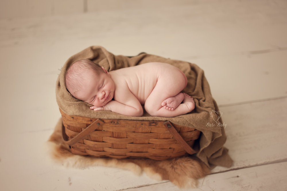 columbus-newborn-photographer-bare-baby.jpg