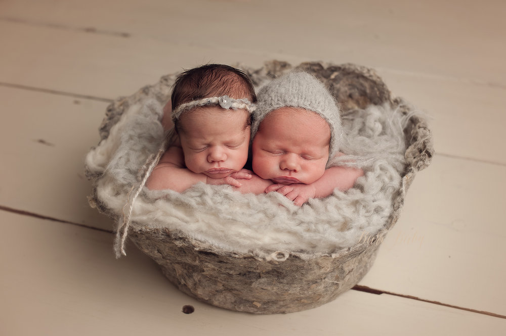 twins-newborn-photographs.jpg