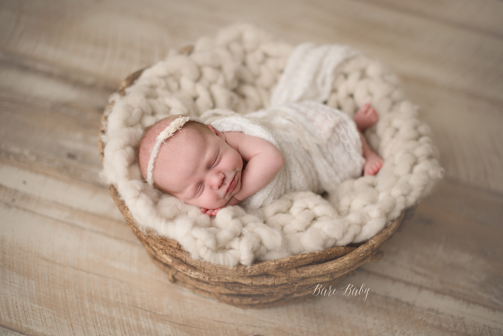 granvilleohio-newborn-photographer-barebabyphotography.png