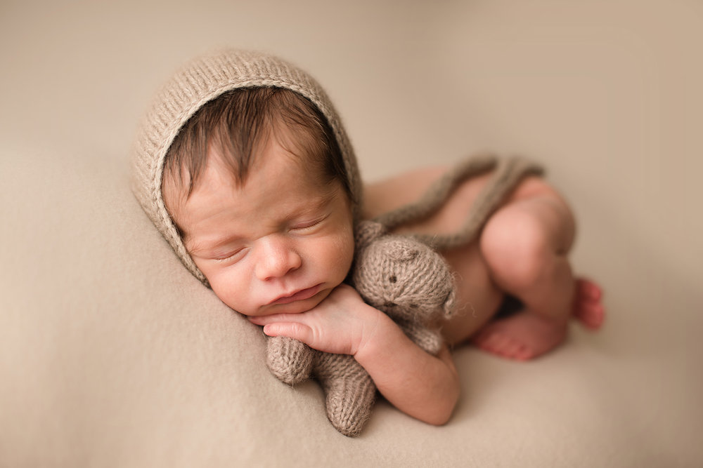 westerville-ohio-newborn-photographer-bare-baby-photography.jpg