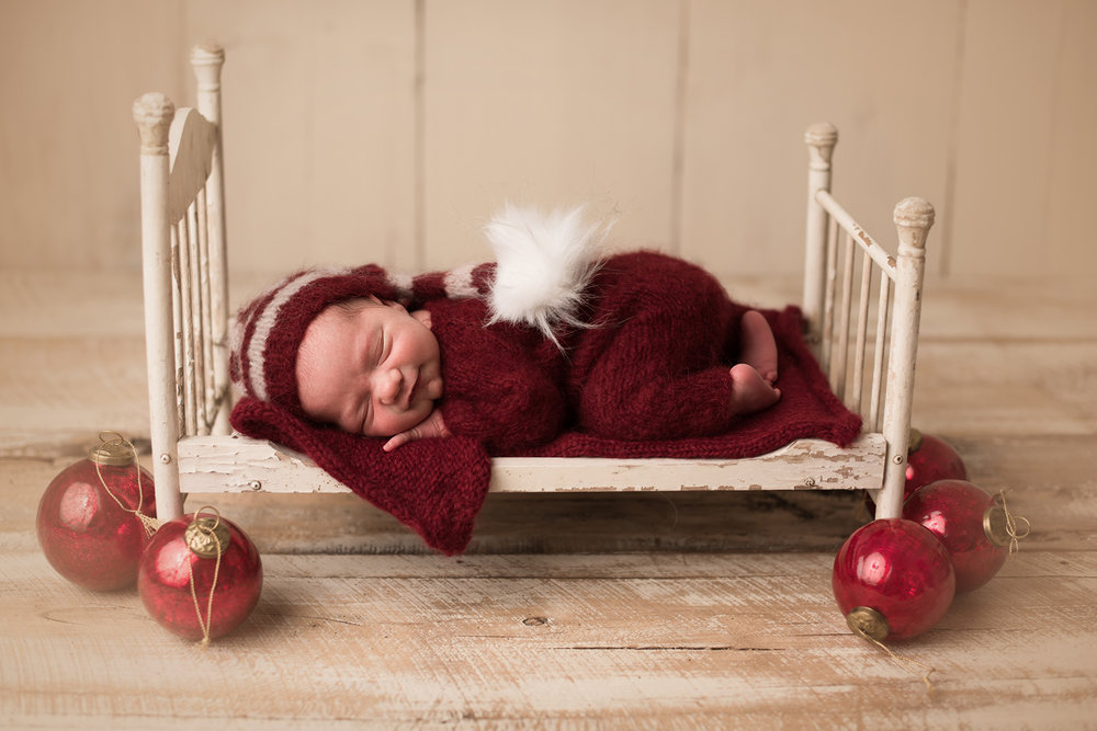 christmas-newborn-photos.jpg