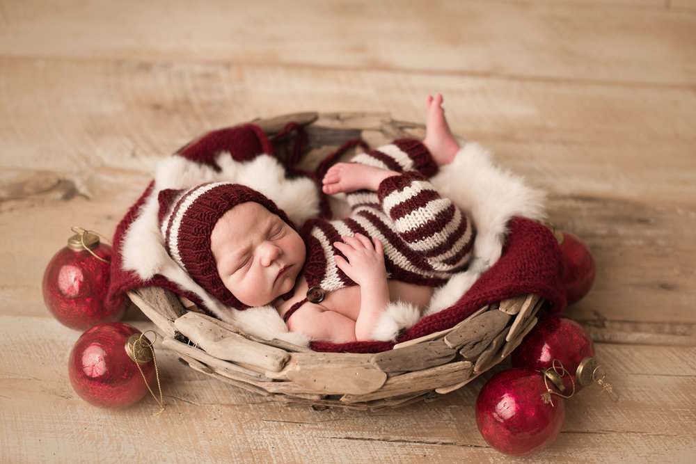 best-christmas-newborn-photos.jpg