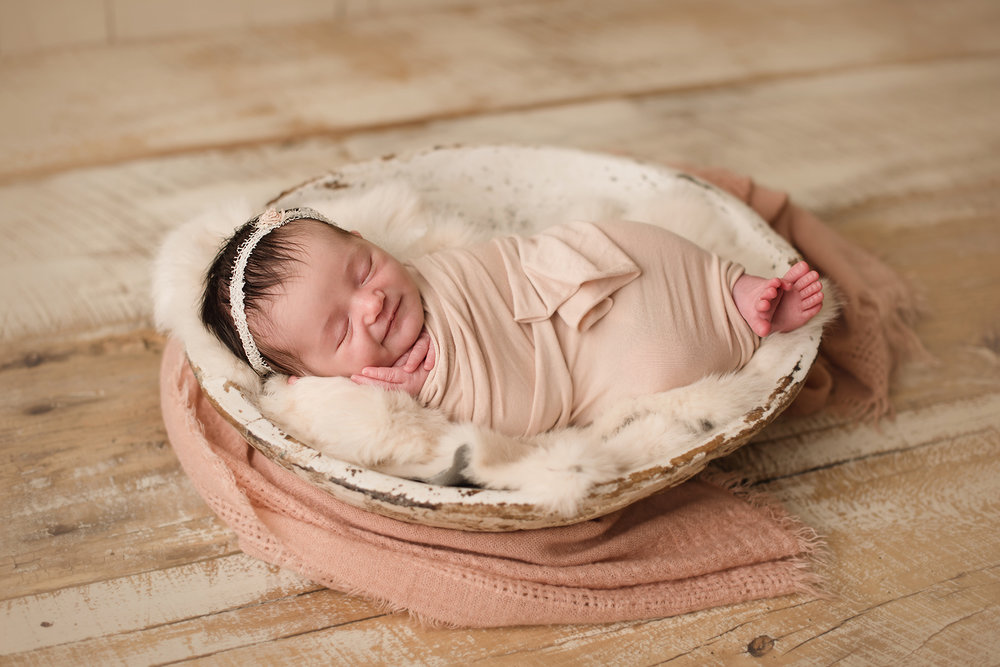 newborn-photographer-columbus-ohio-barebabyphotography.jpg