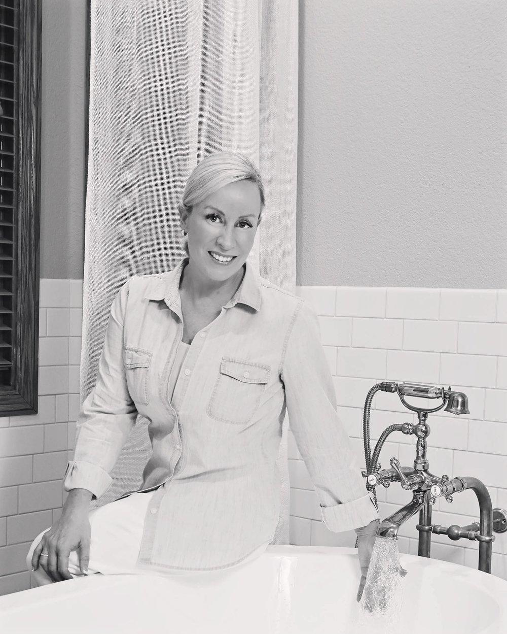 bathtub_blkandwht_lowres.JPG