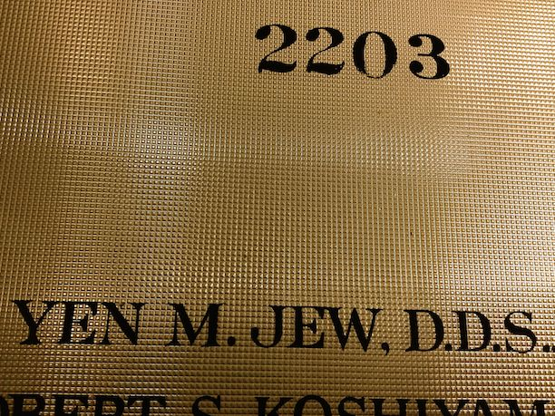 Look, a Jew dentist who can't make Jewish jokes.
