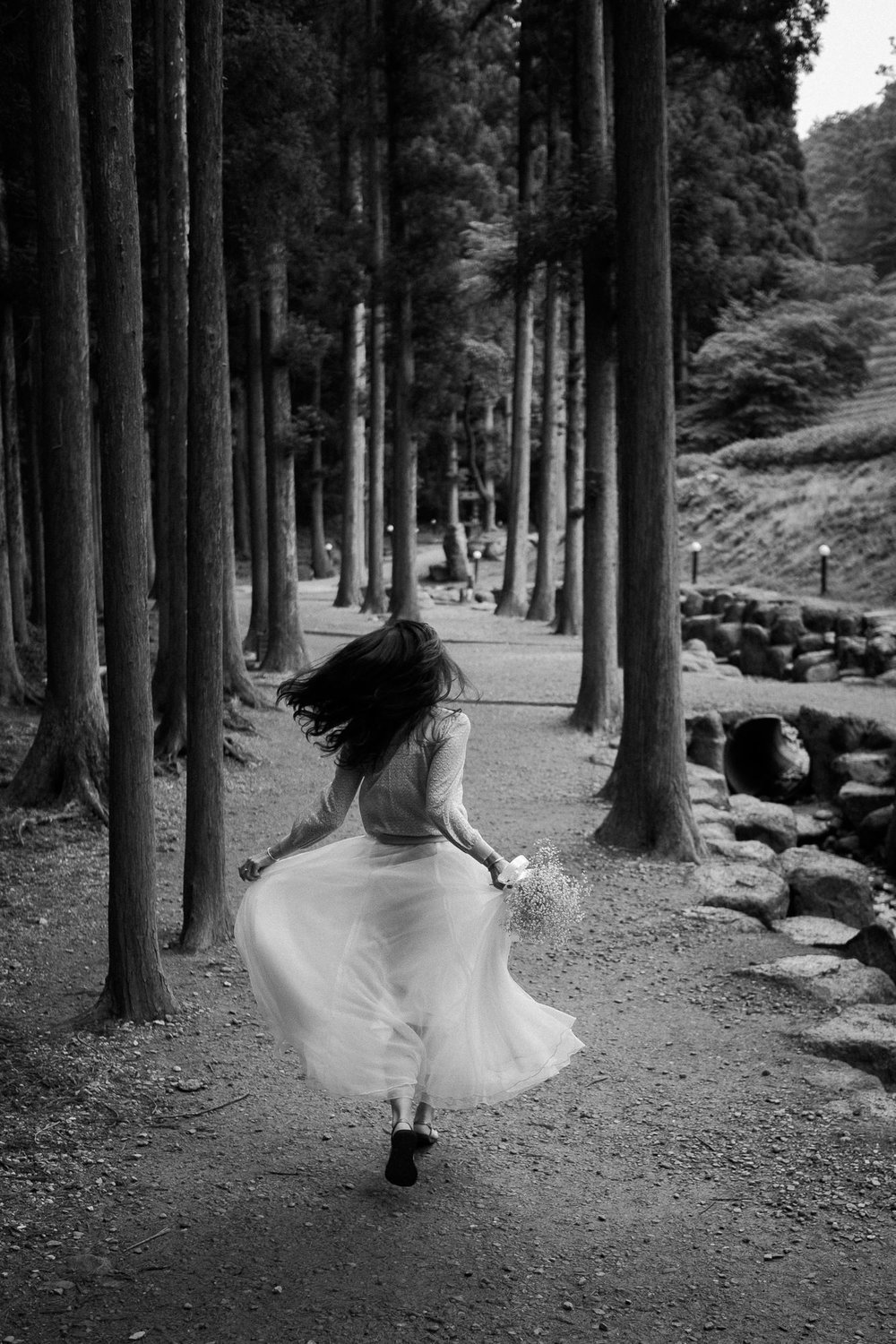 running-blackandwhite-travel-girl.jpg