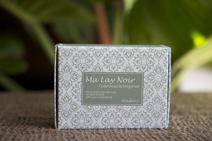 NOK 135 The woody and fresh scent of this face and body bar brings you an experience of deep forest. The Cedar wood essential oil has a warm, balsamic, woody scent and as an astringent it is useful for protecting the skin from toxins and bacteria. The Bergamot essential oil has a fresh, sweet, citrus scent, easing stress from mind and body. Ingredients: Palm oil, Coconut oil, water, Cedar wood essential oil, Bergamot essential oil, activated Carbon. Net Weight: 130g.