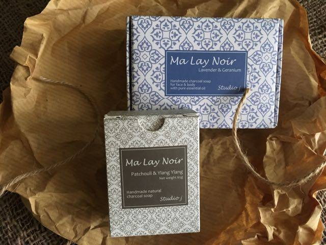NOK 235 An elegant and luxurious gift for every woman who deserves a little extra appreciation - and who does not? The Patchouli/ Ylang Ylang bar normalises skin conditions and the Lavender/ Geranium bar has an uplifting and calming effect on body and mind with antiseptic and anti-inflammatory properties. Both soaps can be used on face and body the same. See single soaps for ingredients below.Net Weight: 130g + 65g.
