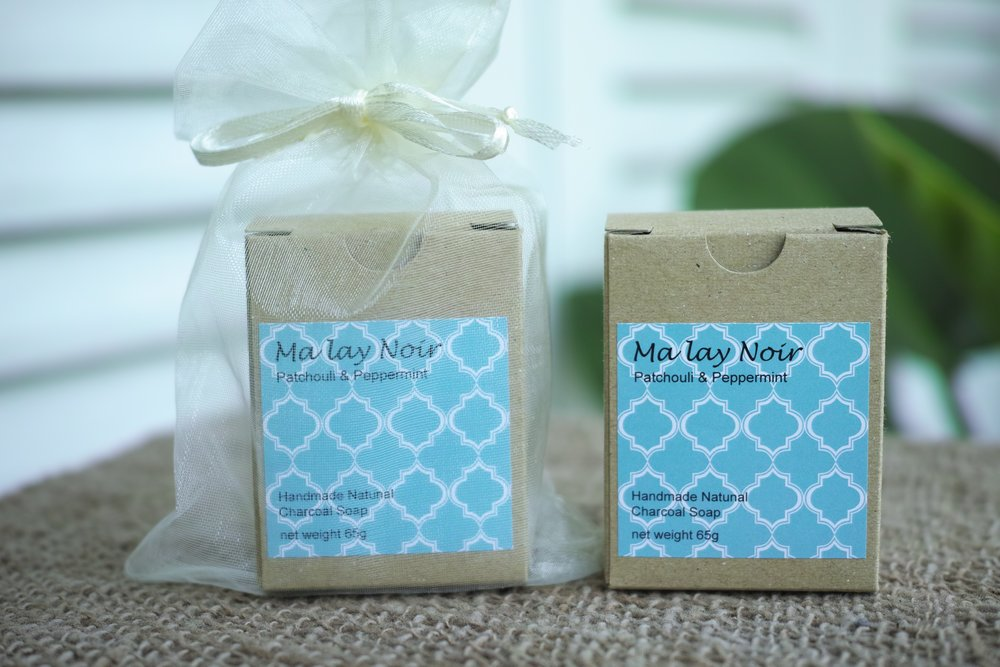 NOK 95   A perfect combination of fresh peppermint and sweet, spicy Patchouli scent. It normalizes both oily and dry skin.   Ingredients: Palm oil, Coconut oil, water, Peppermint essential oil,  Patchouli essential oil,  activated Carbon. Net Weight: 65g.