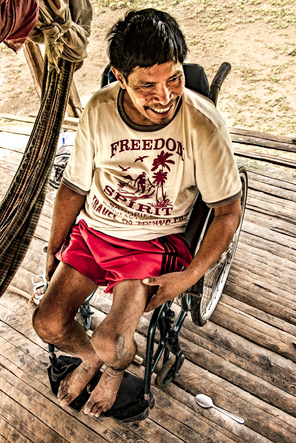 entrega cadeira de rodas, aldeia indigena, freedom spirit
