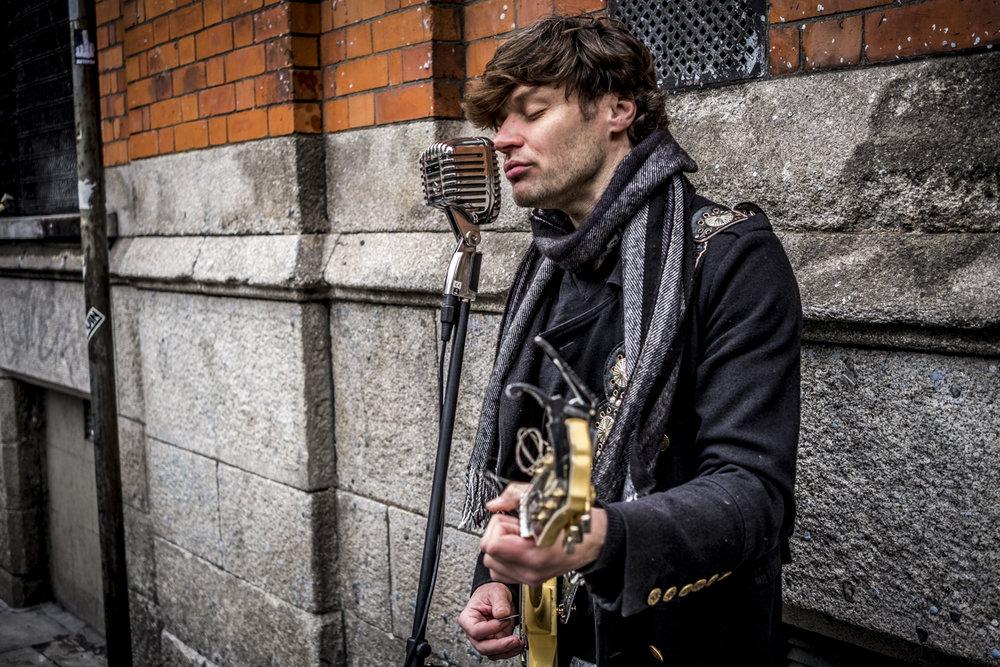 singer, james walmsley, street, music, musician, guitar