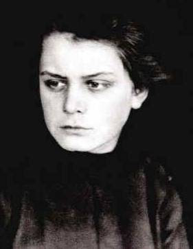 Fotografie sedmnáctileté Toyen z roku 1919. Zdroj: muni.cz