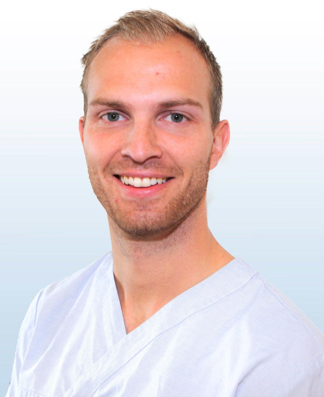 Doktorgaarden-Naprat-og-massasje-ansatte-Fredrik Akre.jpg
