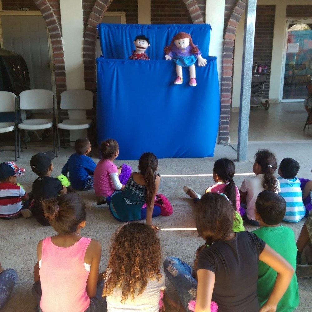 Puppet show for the kids during the lunch break