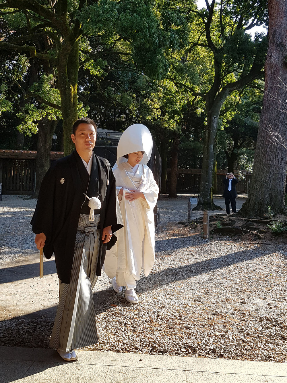 No Santuário Meiji também rola casamentos, entre outras cerimônias religiosas. Tivemos sorte e vimos um casório acontecendo quando estamos indo embora.