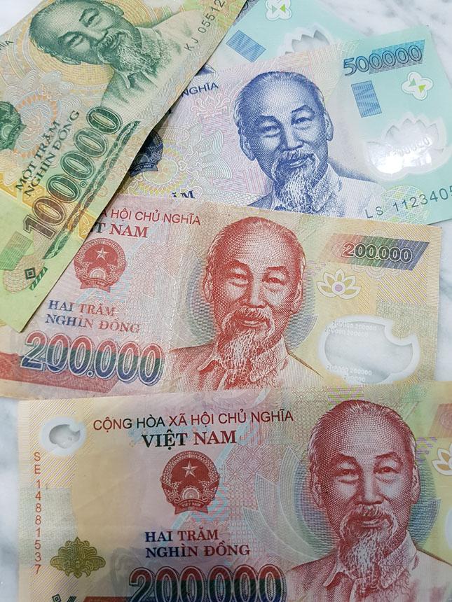 Os Viet Dongs com o carismatico líder comunista Ho Chi Minh nas notas