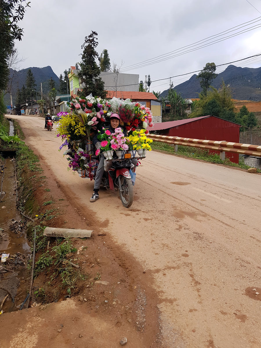 As motos são peça fundamental no transporte de todo tipo de carga no interior do Vietnam