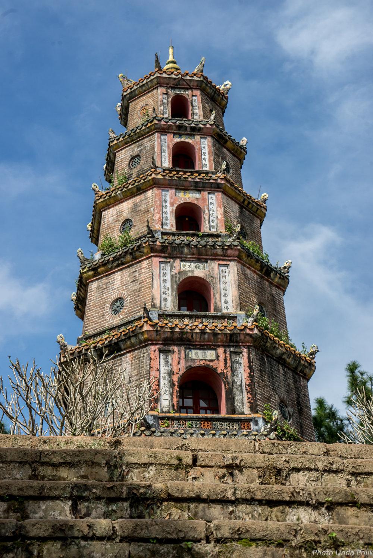 O Pagode da Donzela Celestial (vietnamese:  Chùa Thiên Mụ ) é um monumento histórico da cidade de Huế no Vietnam. Sua estrutura icônica, de 7 andares é considerada como o símbolo não oficial da cidade.