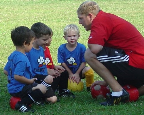 We also offer seasonal soccer leagues outside of school. This is an excellent next step so show off their skills they are learning at school, learn to play in a team environment, and opportunity for family members to cheer them on! Click on Leagues for more details.