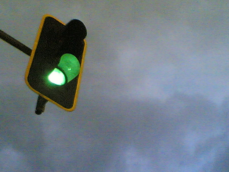 800px-Green_light_in_Madrid.jpg