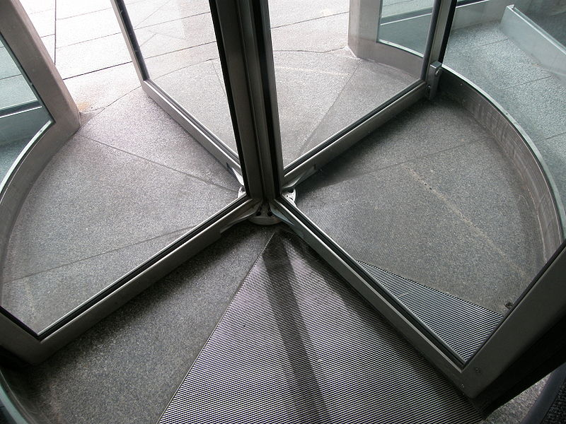 800px-Revolving_door-base.jpg