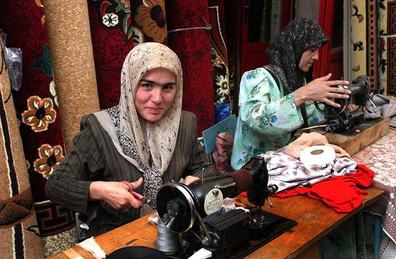 800px-Working_women_in_Tajikistan.jpg