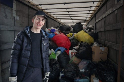 Vår sekreterare Erik hjälpte till att packa lastbilen som åkte ner till Gaujiena i december 2016.