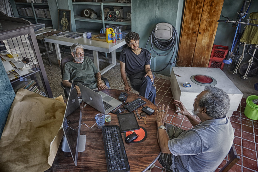 De izquierda a derecha: Néstor Barreto, Jorge Lefevre Tavárez y Esteban Valdés. Foto por José Delgado.