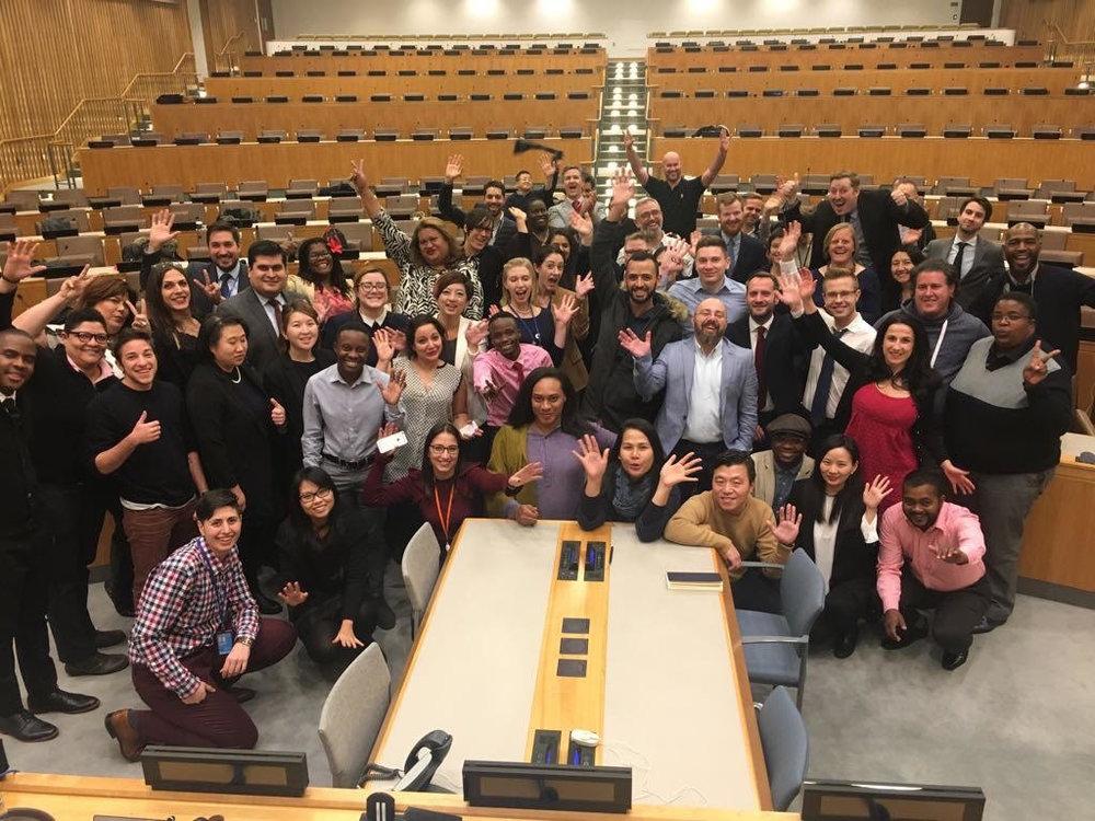 Учредитель и исполнительный ко-директор Александр Берёзкинпринял участие в Адвокационной неделе, организованной международной организациейOutRight Action International в Нью-Йорке, США (2-9 декбря 2017года). На фотографии - участники Адвокационной недели из 45 стран мира, в том числе интерсекс активистки и аткивистыиз США, Австралии, Сербии, Тайланда.