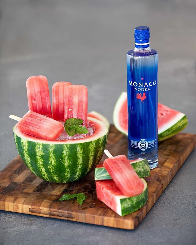 🙌🏻🍉Boozy Popsicles🍉🙌🏻#drinkmonaco  Ingredients: -Cubed Watermelon -Monaco Vodka -Club Soda -Sugar (Optional) Enjoy 🎉