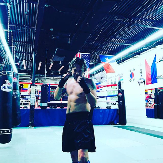When not plastered to @ableton on that #producer #grind we hit that #gym and get our #muaythai #training #summerbody #getfit #sexy #workout #kickboxing
