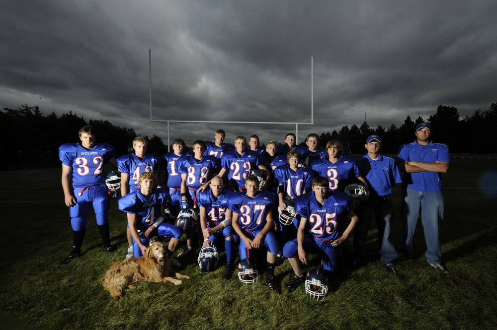 A team portrait of the 2008 Arthur County Wolves.